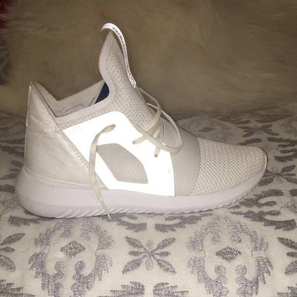 le adidas tubulare, nuovo di zecca mai indossato poshmark virale